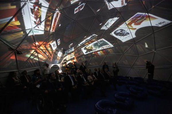 "Exposición ""Avilés Centro del universo del sello"""