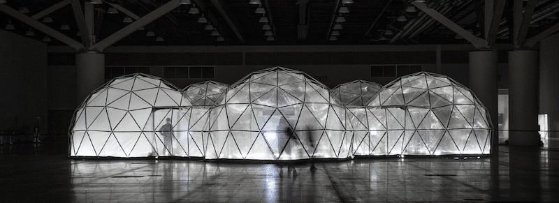 Experimentar el humo de cinco ciudades en estos «domos geodesicos de contaminación»